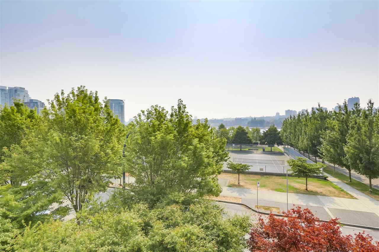 Townhouse at 403 BEACH CRESCENT, Vancouver West, British Columbia. Image 11