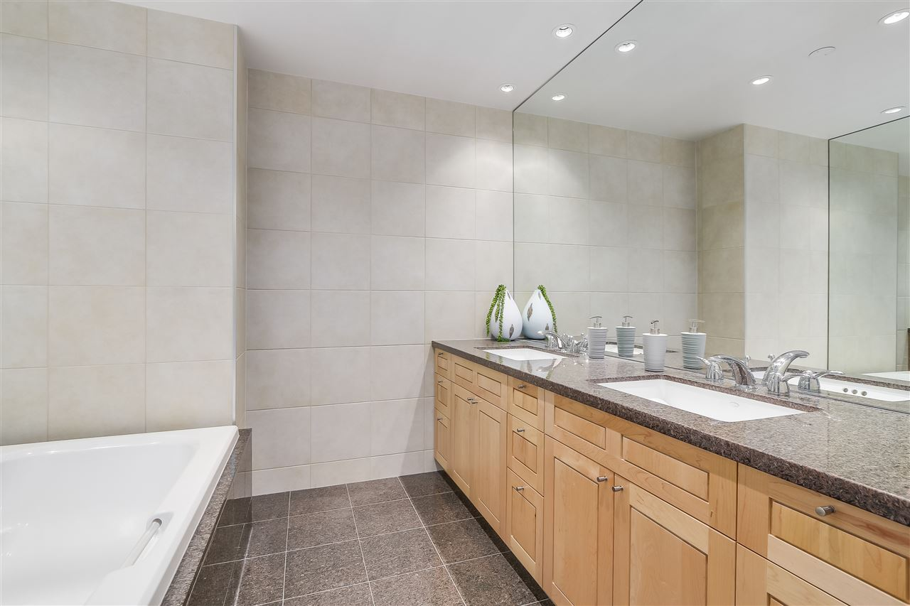 Townhouse at 403 BEACH CRESCENT, Vancouver West, British Columbia. Image 13