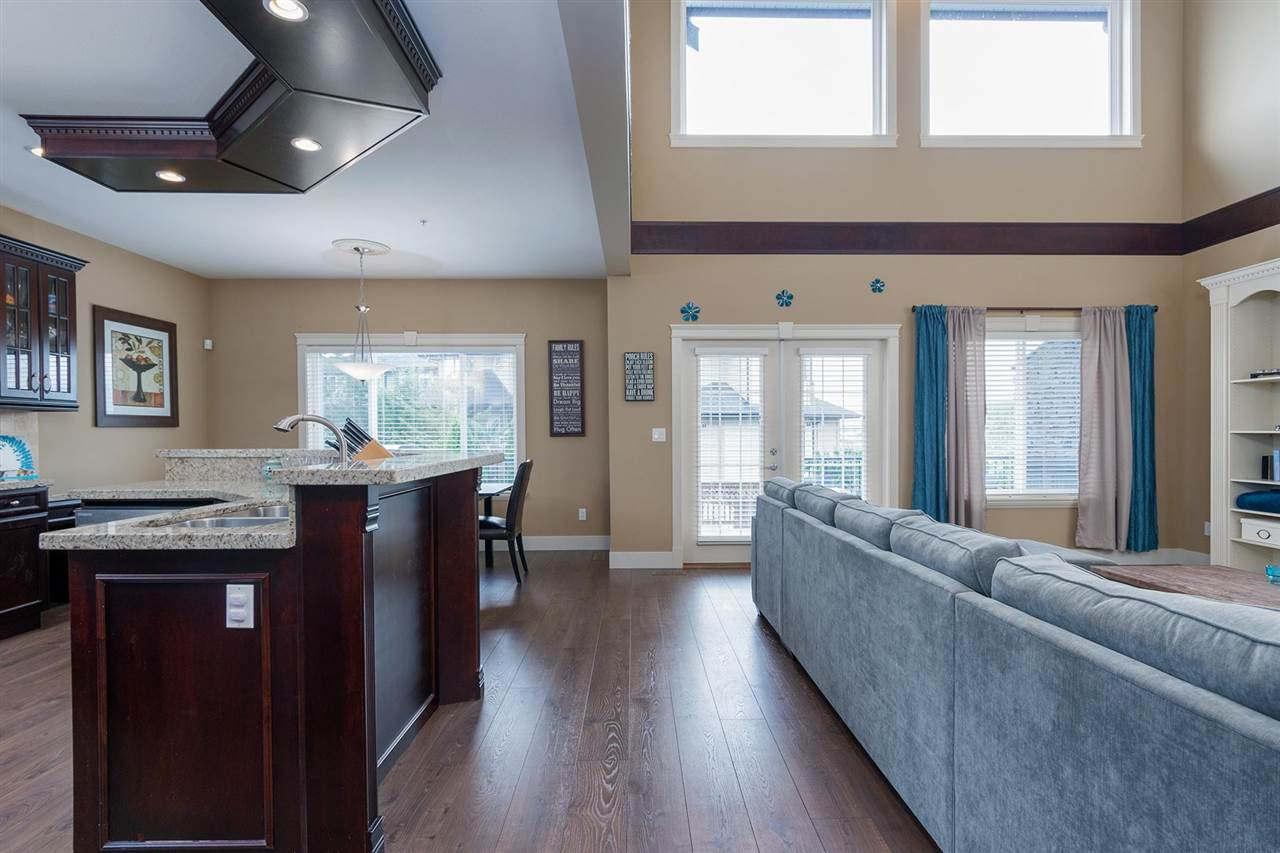Detached at 12491 201 STREET, Maple Ridge, British Columbia. Image 4