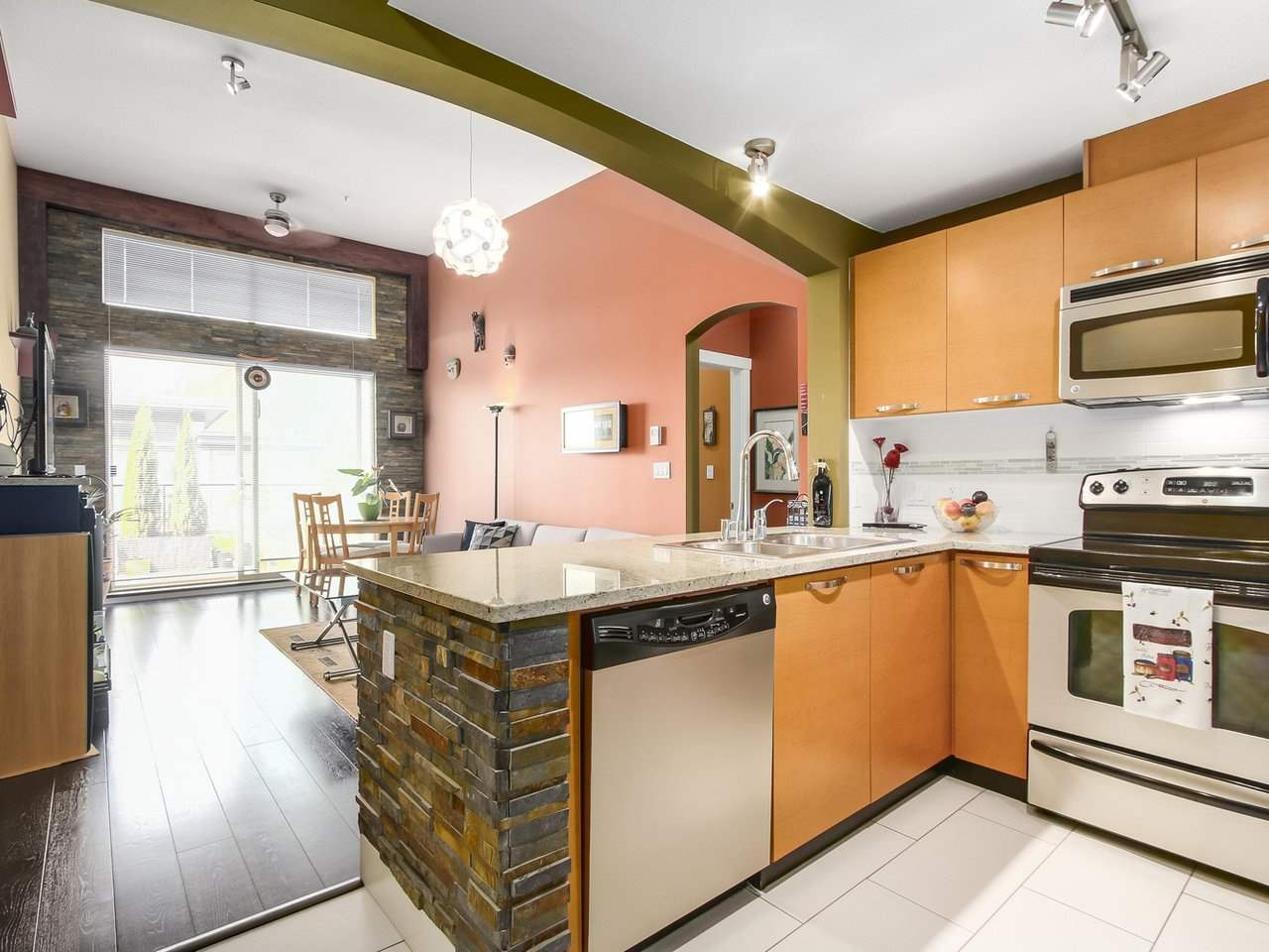 Condo Apartment at 602 7488 BYRNEPARK WALK, Unit 602, Burnaby South, British Columbia. Image 7