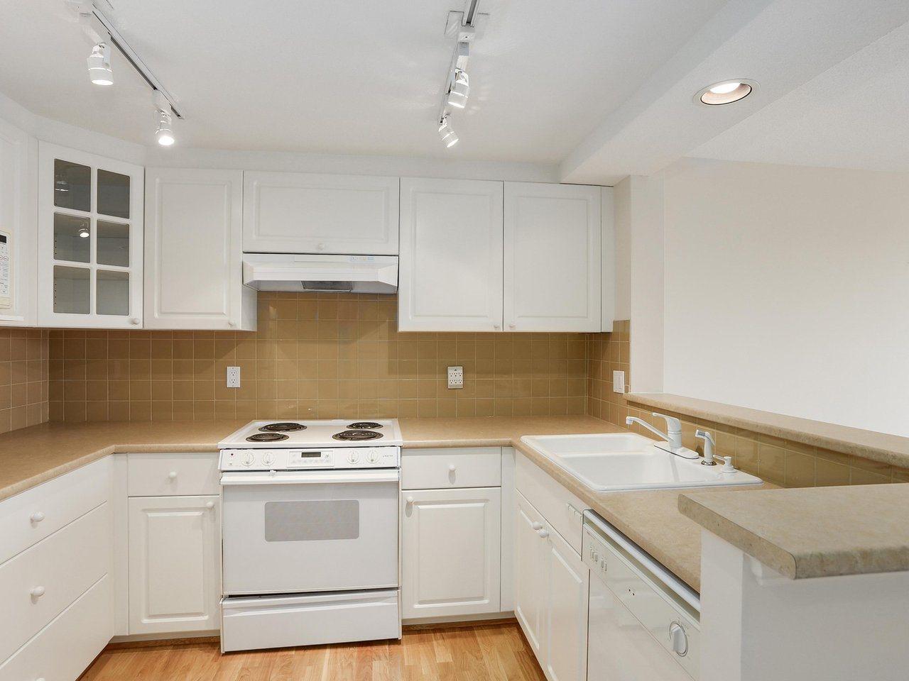 Condo Apartment at 1704 5775 HAMPTON PLACE, Unit 1704, Vancouver West, British Columbia. Image 6