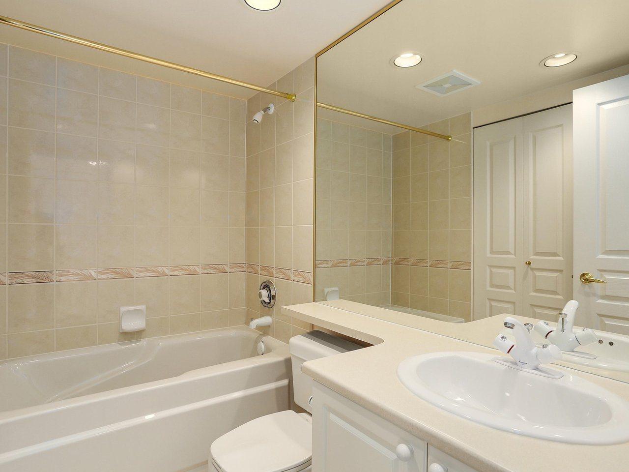 Condo Apartment at 1704 5775 HAMPTON PLACE, Unit 1704, Vancouver West, British Columbia. Image 13