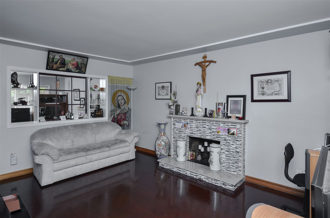 Detached at 5267 HOY STREET, Vancouver East, British Columbia. Image 2