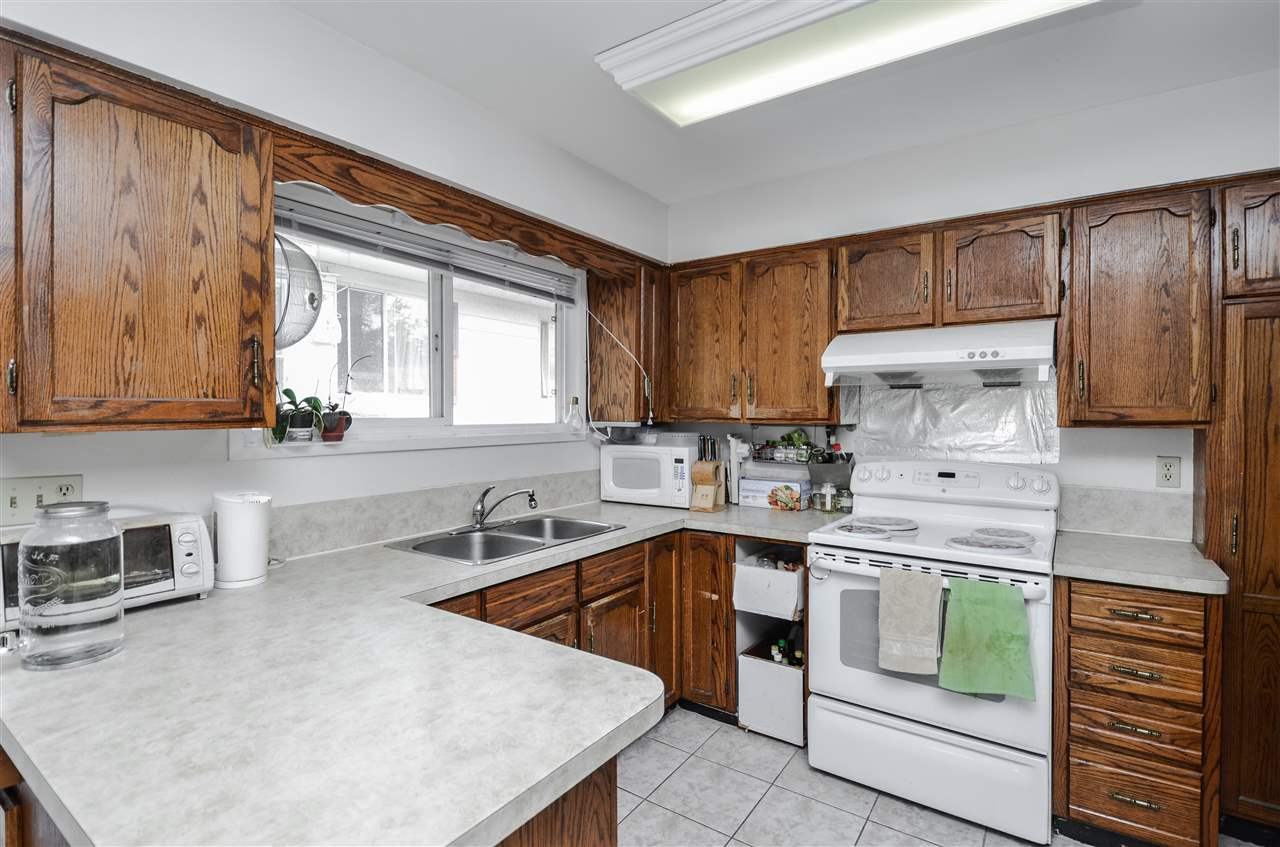 Detached at 5267 HOY STREET, Vancouver East, British Columbia. Image 7