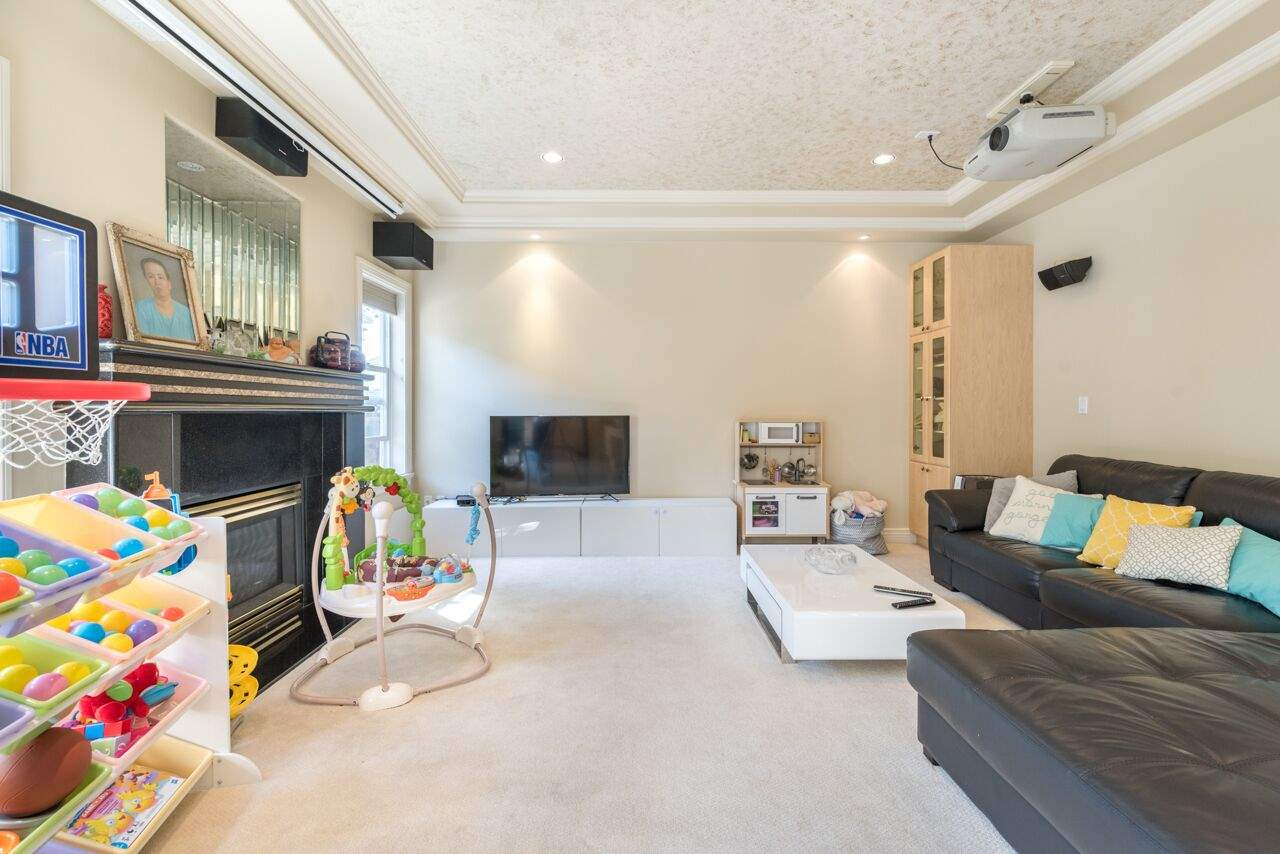 Detached at 3920 PACEMORE AVENUE, Richmond, British Columbia. Image 8