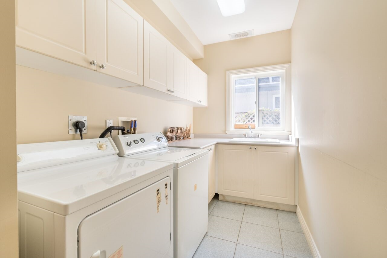 Detached at 3920 PACEMORE AVENUE, Richmond, British Columbia. Image 13