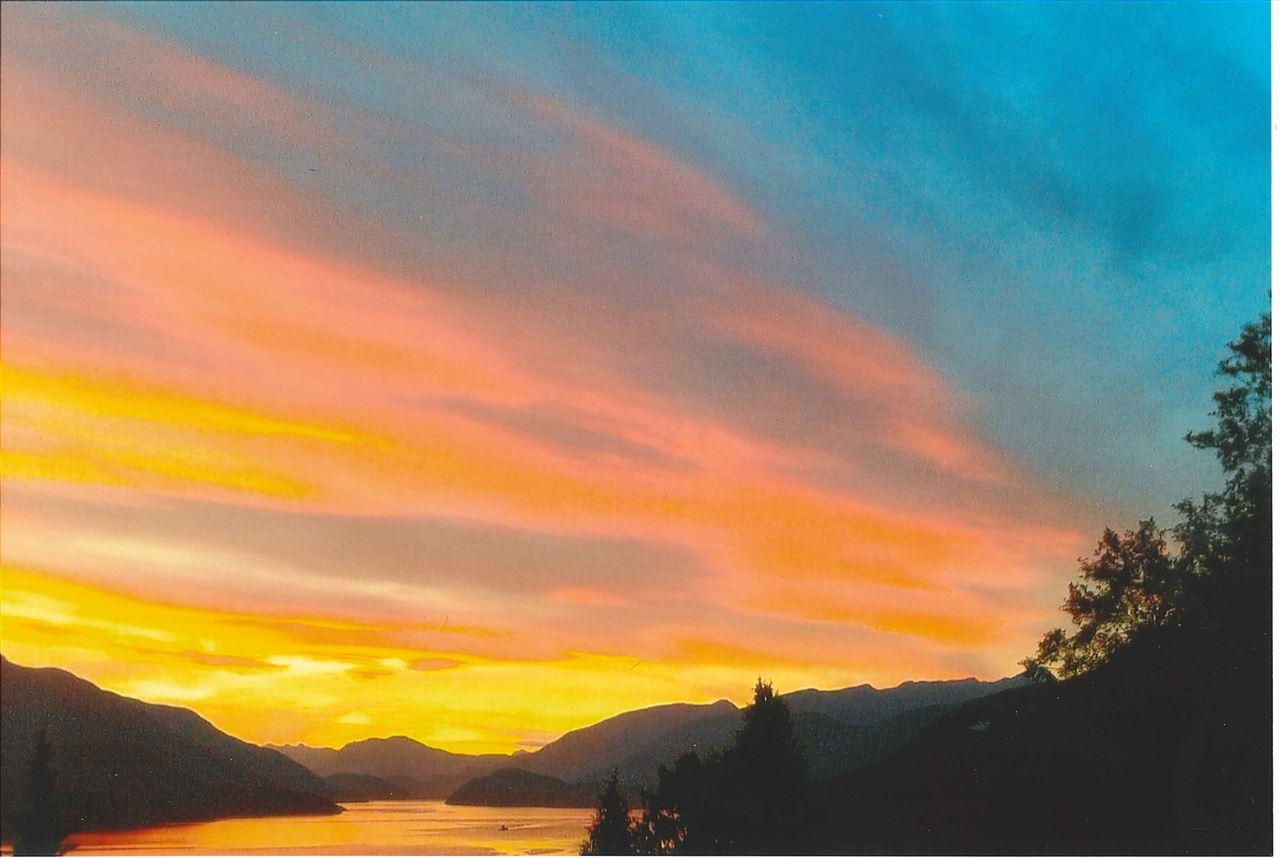 Detached at 5913 SKOOKUMCHUK ROAD, Sunshine Coast, British Columbia. Image 5