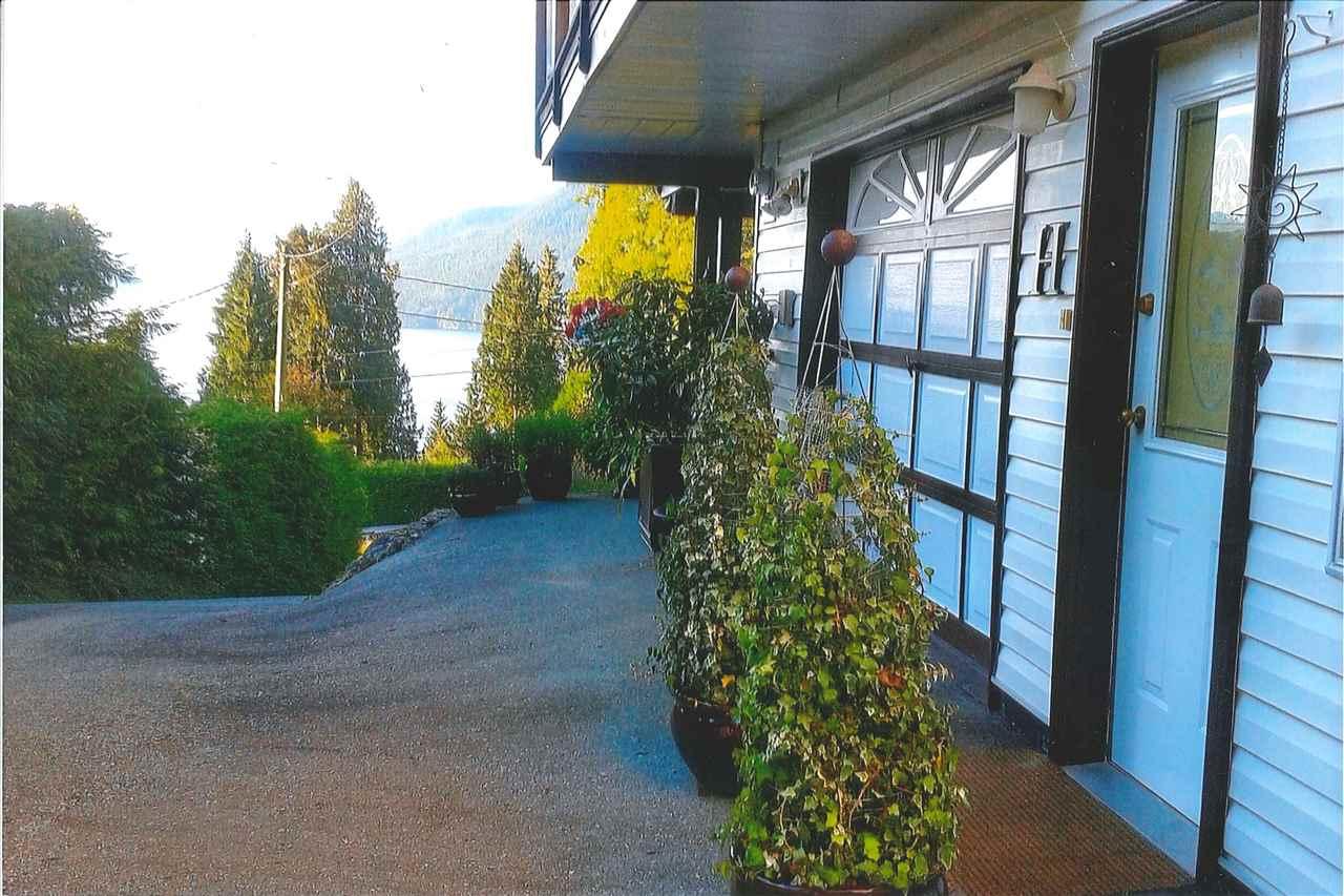 Detached at 5913 SKOOKUMCHUK ROAD, Sunshine Coast, British Columbia. Image 6