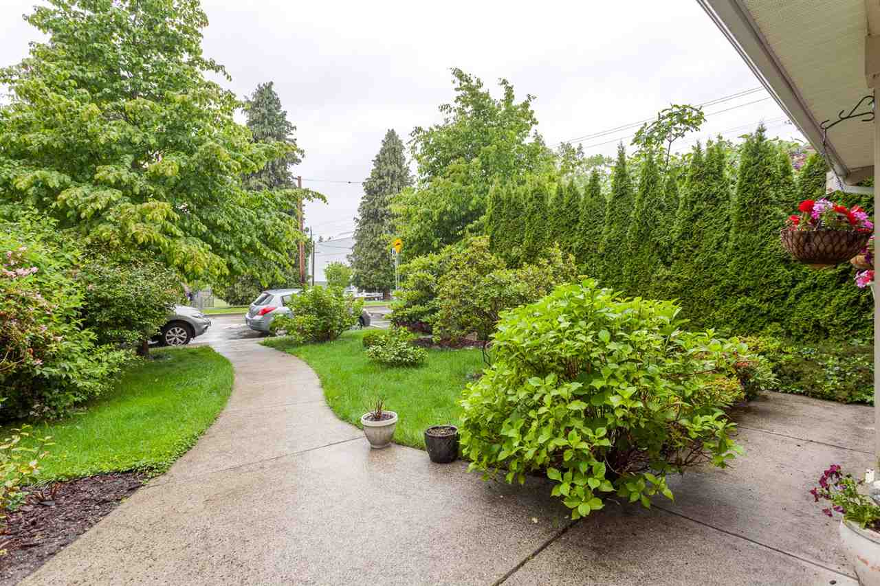 Detached at 2052 JONES AVENUE, North Vancouver, British Columbia. Image 2