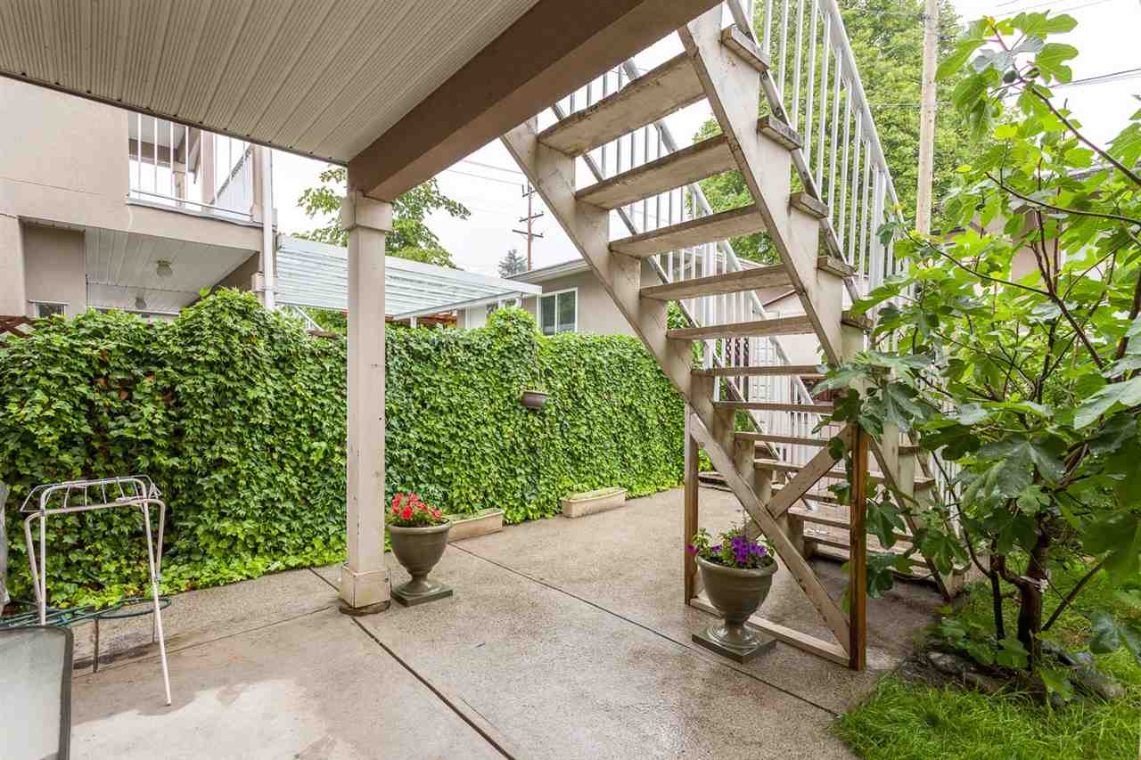 Detached at 2052 JONES AVENUE, North Vancouver, British Columbia. Image 18