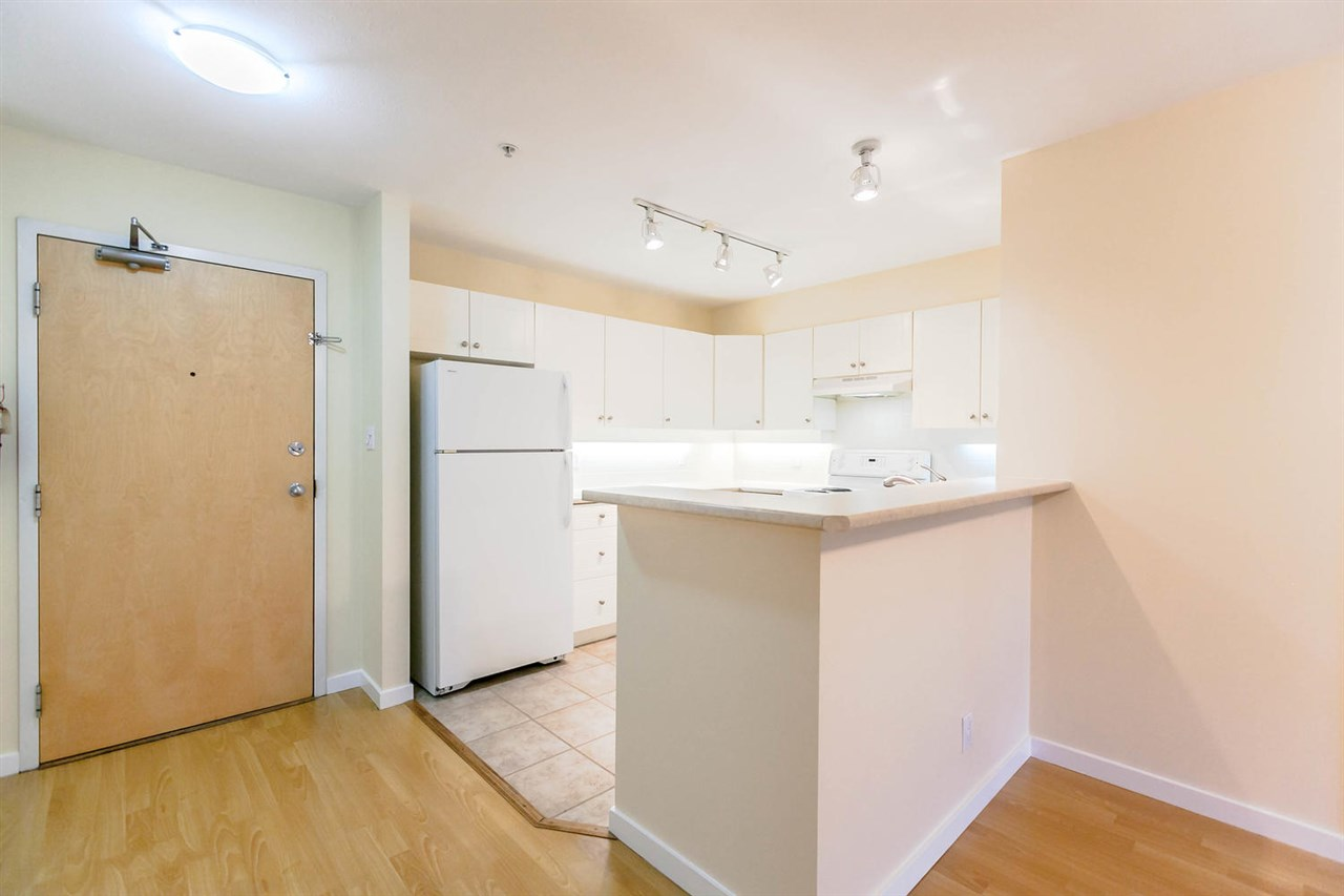 Condo Apartment at 301 18 SMOKEY SMITH PLACE, Unit 301, New Westminster, British Columbia. Image 3