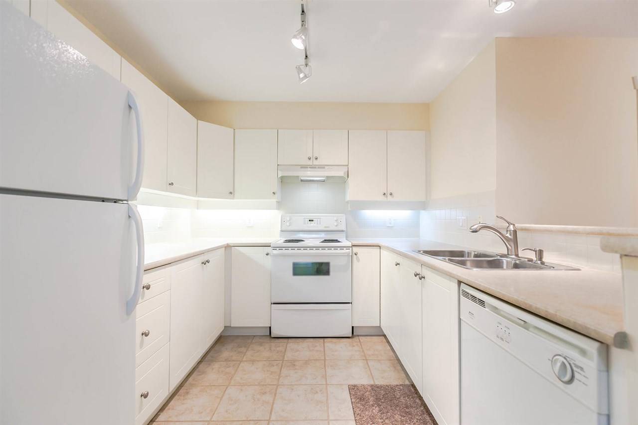 Condo Apartment at 301 18 SMOKEY SMITH PLACE, Unit 301, New Westminster, British Columbia. Image 5