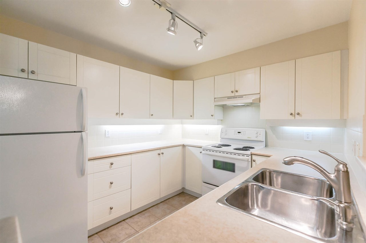 Condo Apartment at 301 18 SMOKEY SMITH PLACE, Unit 301, New Westminster, British Columbia. Image 6