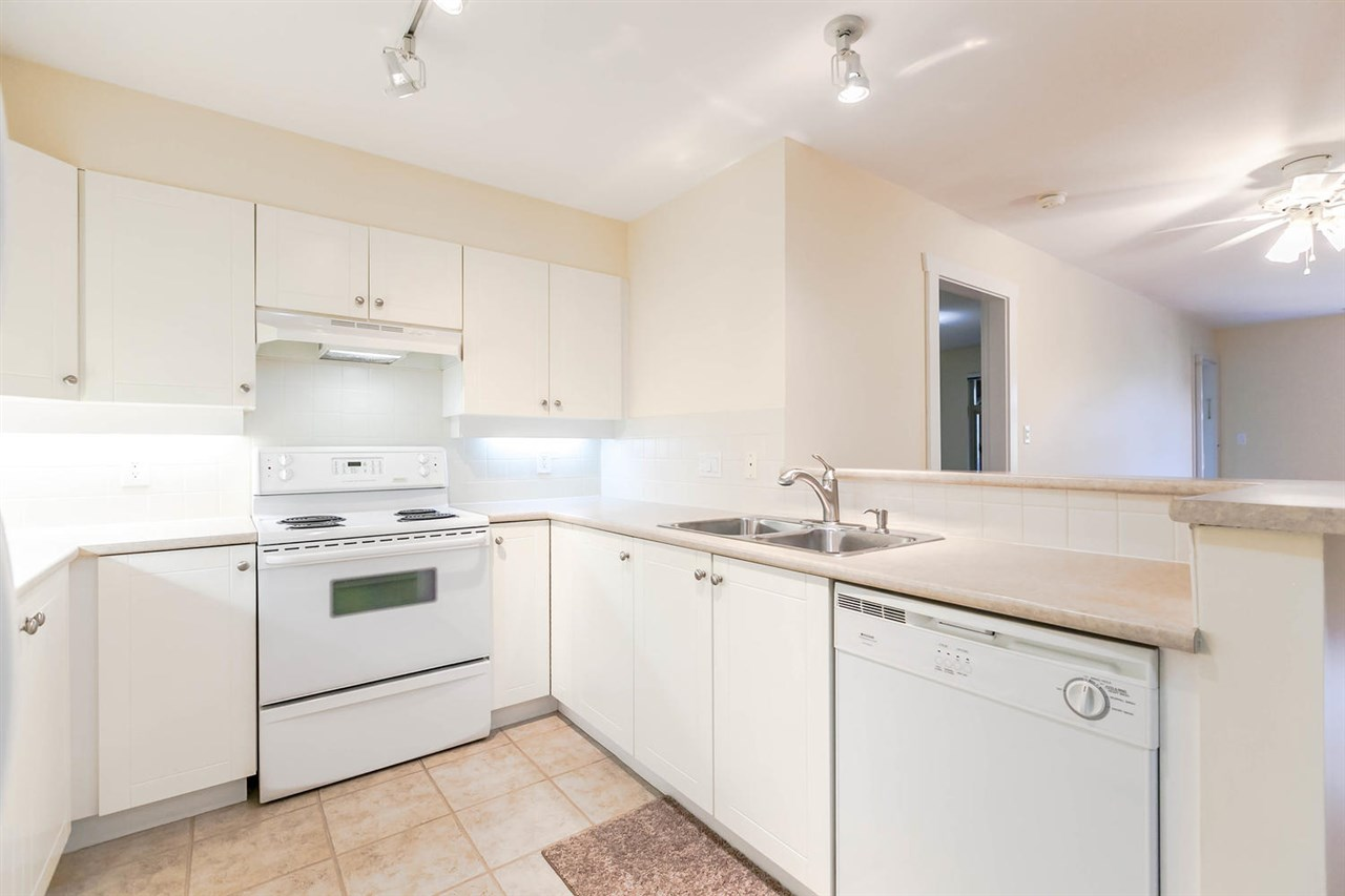 Condo Apartment at 301 18 SMOKEY SMITH PLACE, Unit 301, New Westminster, British Columbia. Image 7