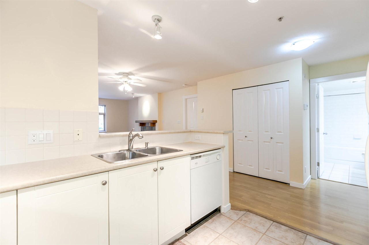 Condo Apartment at 301 18 SMOKEY SMITH PLACE, Unit 301, New Westminster, British Columbia. Image 8