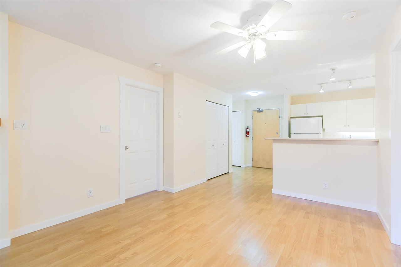 Condo Apartment at 301 18 SMOKEY SMITH PLACE, Unit 301, New Westminster, British Columbia. Image 9