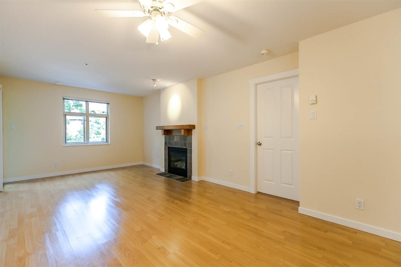 Condo Apartment at 301 18 SMOKEY SMITH PLACE, Unit 301, New Westminster, British Columbia. Image 12