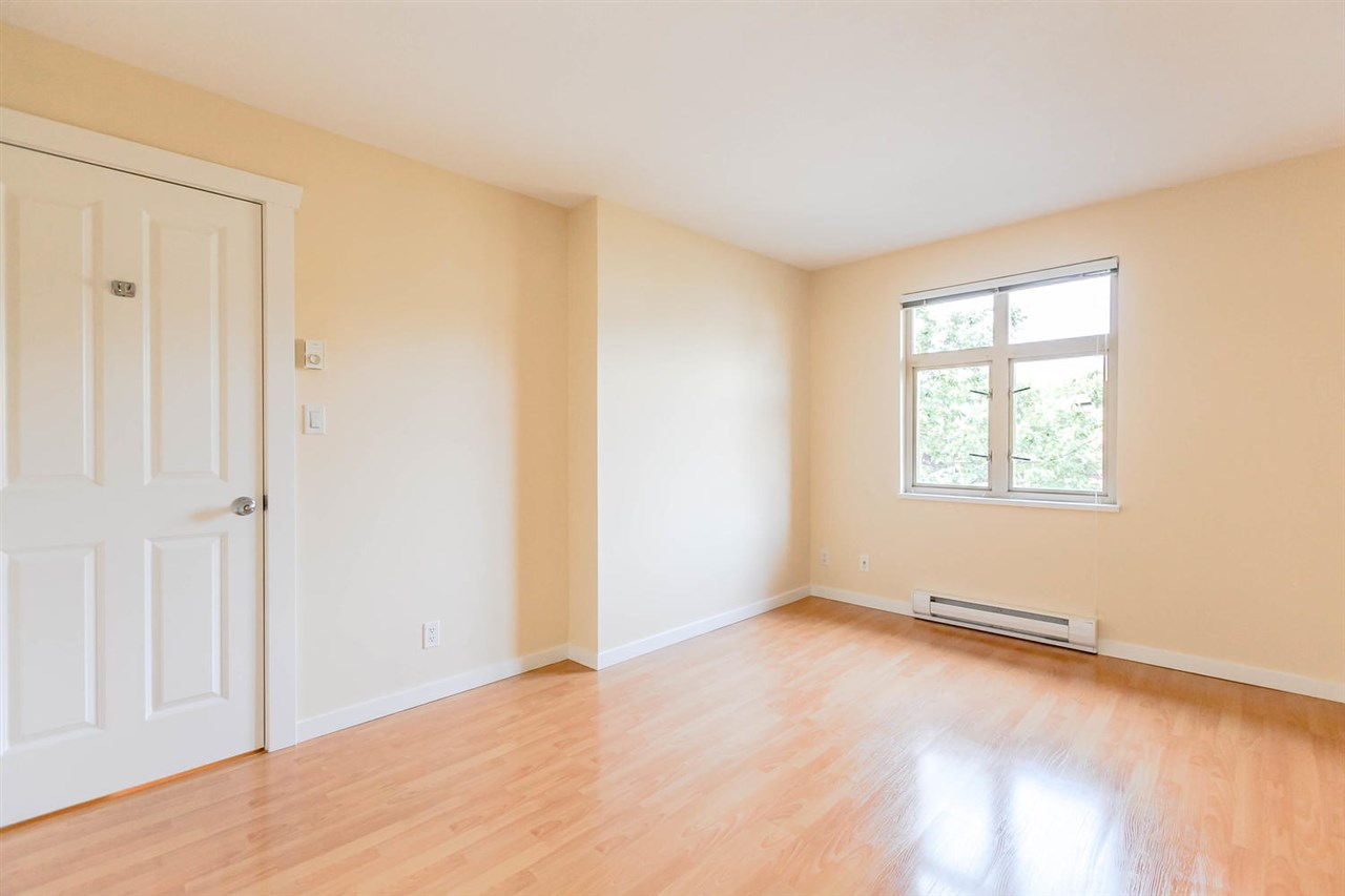Condo Apartment at 301 18 SMOKEY SMITH PLACE, Unit 301, New Westminster, British Columbia. Image 18
