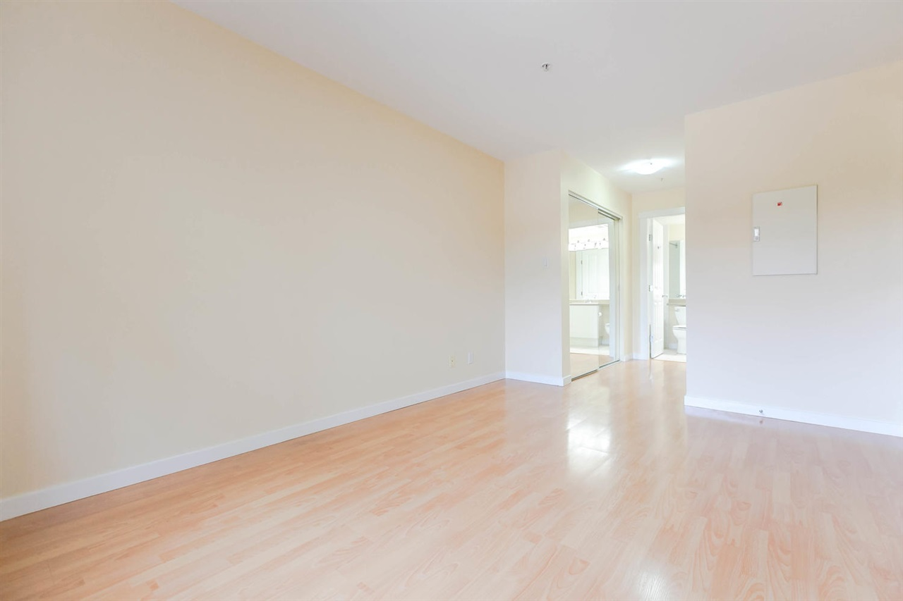 Condo Apartment at 301 18 SMOKEY SMITH PLACE, Unit 301, New Westminster, British Columbia. Image 19