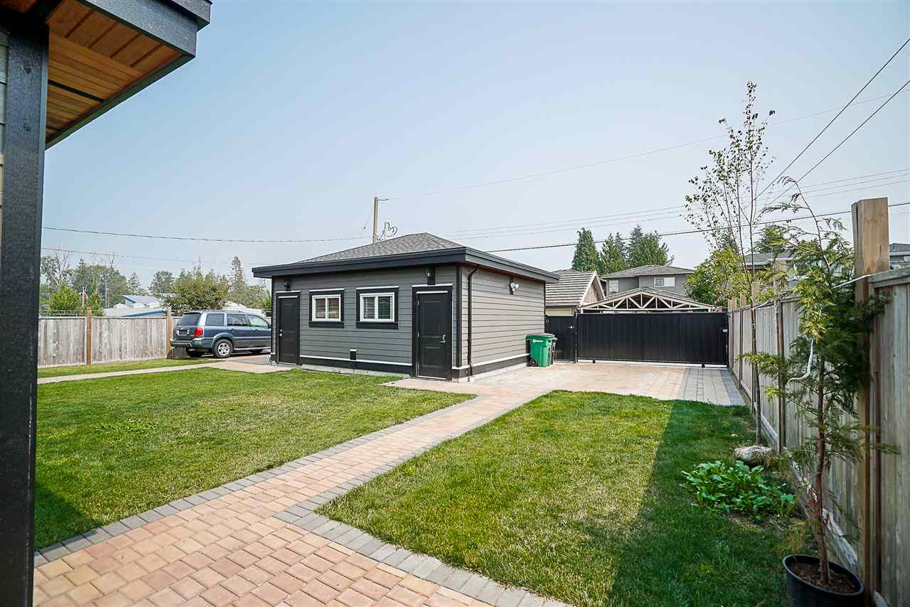 Half-duplex at 6668 BRANTFORD AVENUE, Burnaby South, British Columbia. Image 19