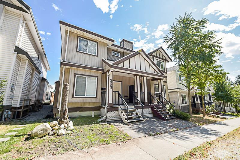 Half-duplex at 6898 144 STREET, Surrey, British Columbia. Image 1