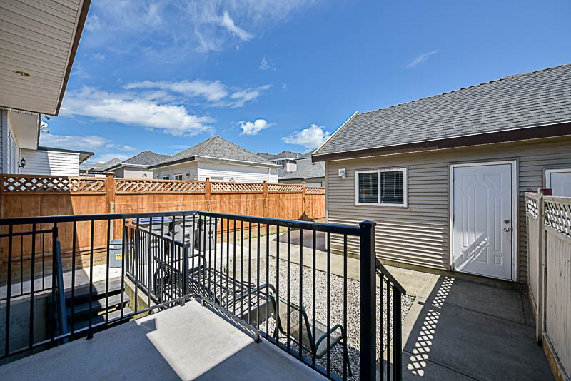 Half-duplex at 6898 144 STREET, Surrey, British Columbia. Image 20