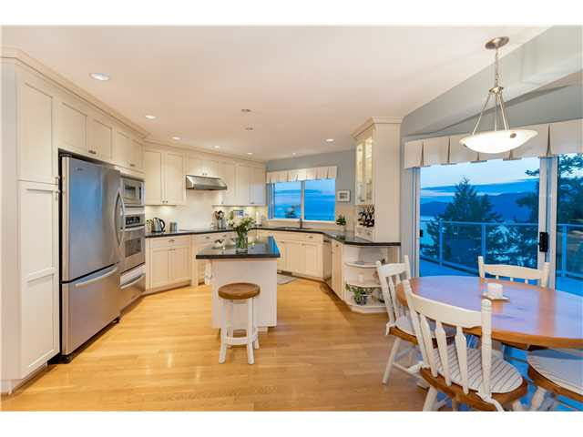 Detached at 5349 MONTE BRE CRESCENT, West Vancouver, British Columbia. Image 5