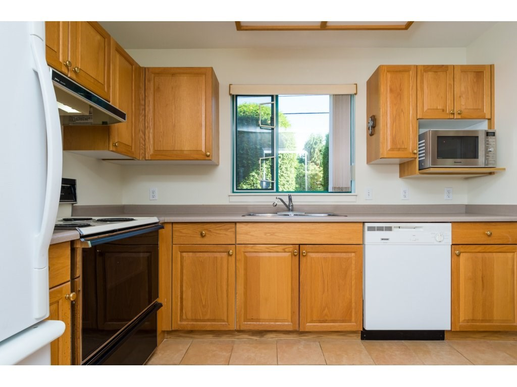 Condo Apartment at 102 1569 EVERALL STREET, Unit 102, South Surrey White Rock, British Columbia. Image 3