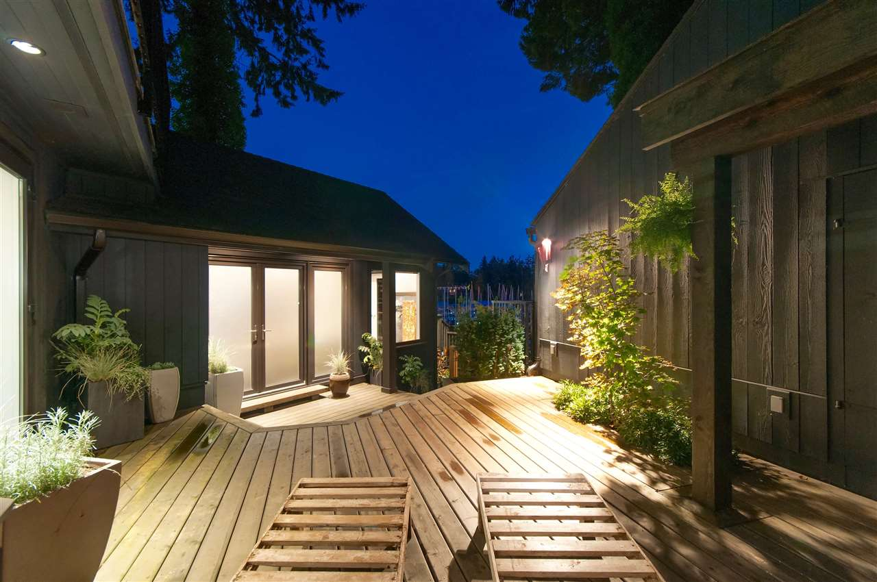 Detached at 5809 MARINE DRIVE, West Vancouver, British Columbia. Image 3