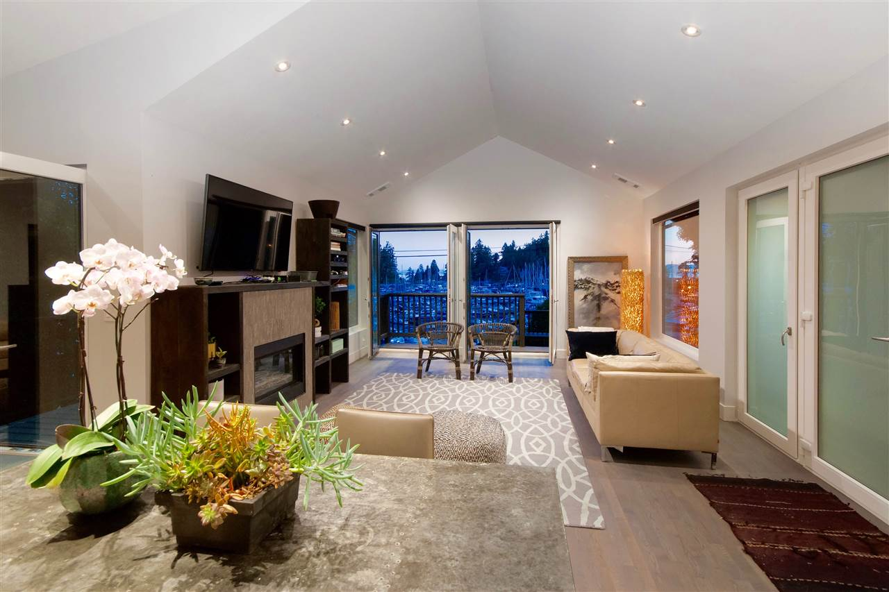Detached at 5809 MARINE DRIVE, West Vancouver, British Columbia. Image 4