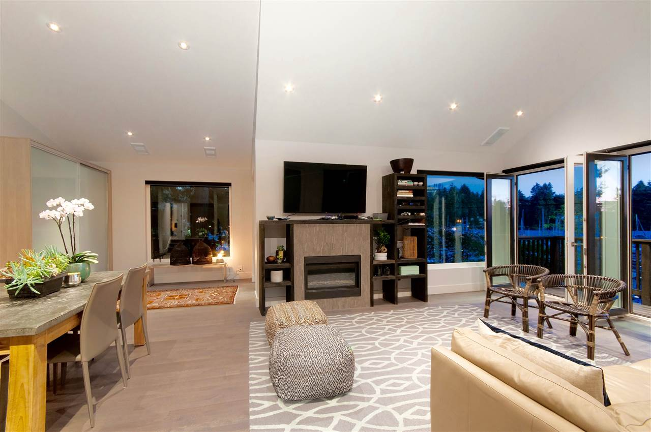 Detached at 5809 MARINE DRIVE, West Vancouver, British Columbia. Image 5