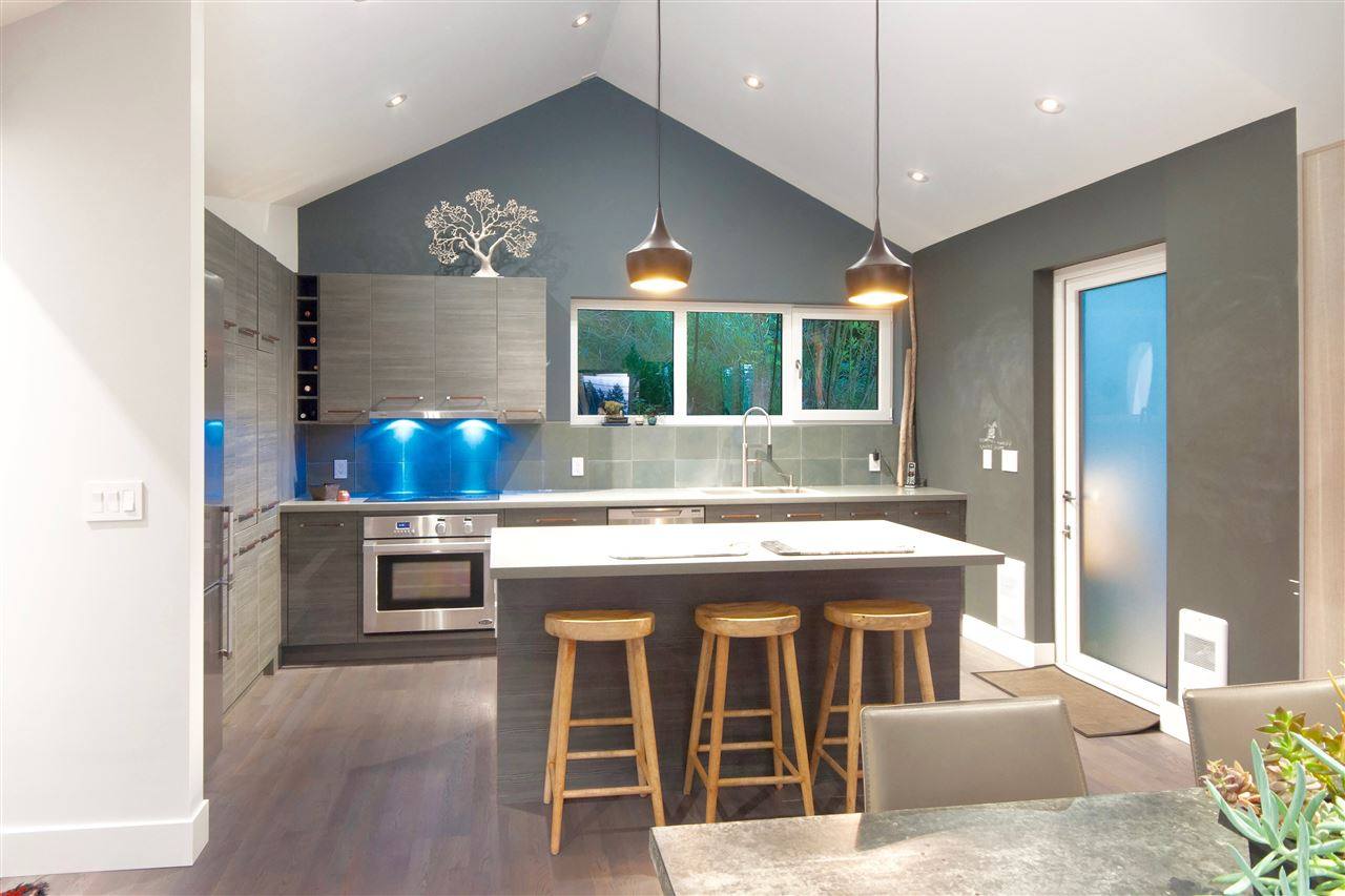 Detached at 5809 MARINE DRIVE, West Vancouver, British Columbia. Image 8