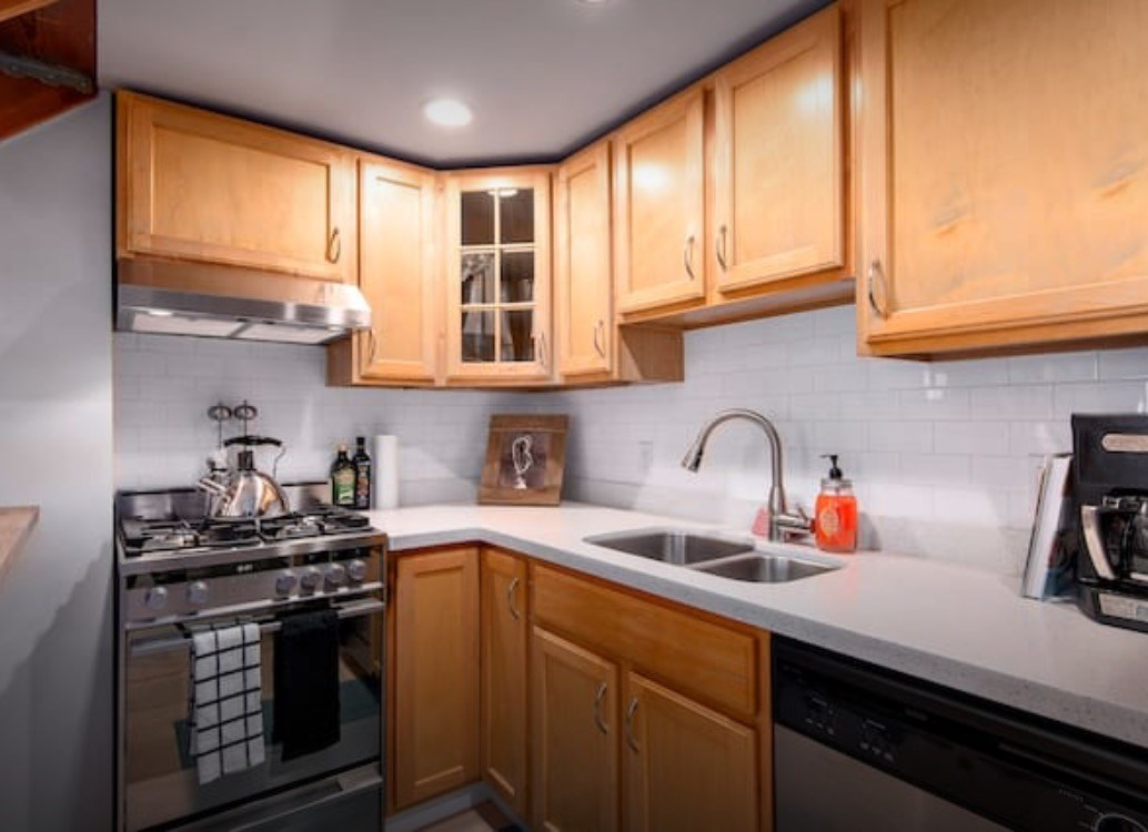 Condo Apartment at 302 933 SEYMOUR STREET, Unit 302, Vancouver West, British Columbia. Image 8