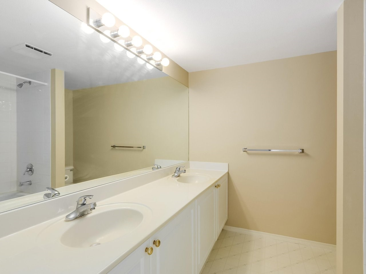 Condo Apartment at 308 13680 84 AVENUE, Unit 308, Surrey, British Columbia. Image 13