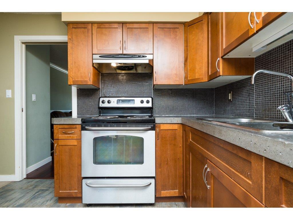 Half-duplex at 7902 115A STREET, N. Delta, British Columbia. Image 9