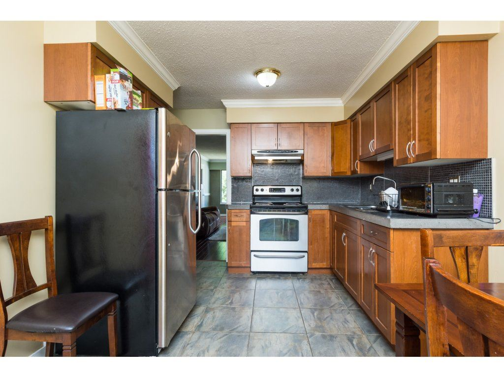 Half-duplex at 7902 115A STREET, N. Delta, British Columbia. Image 10