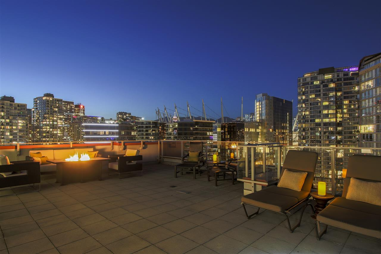 Condo Apartment at PH3 980 COOPERAGE WAY, Unit PH3, Vancouver West, British Columbia. Image 19