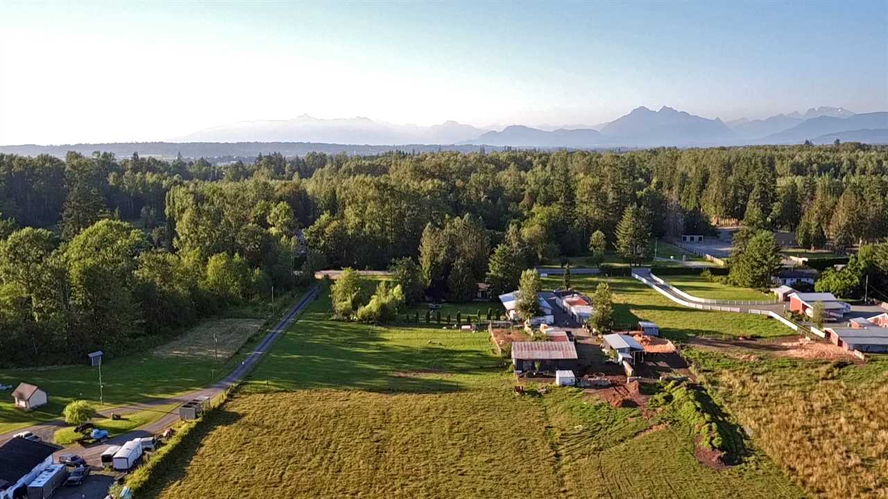 Detached at 21896 40 AVENUE, Langley, British Columbia. Image 2
