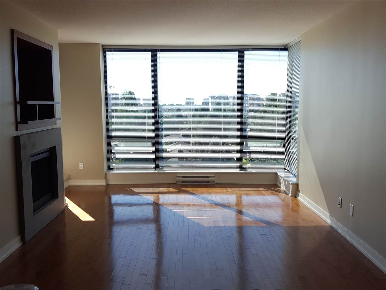 Condo Apartment at 1106 9188 HEMLOCK DRIVE, Unit 1106, Richmond, British Columbia. Image 5