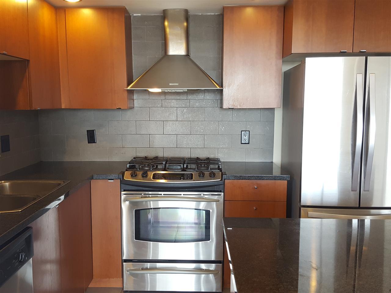 Condo Apartment at 1106 9188 HEMLOCK DRIVE, Unit 1106, Richmond, British Columbia. Image 8