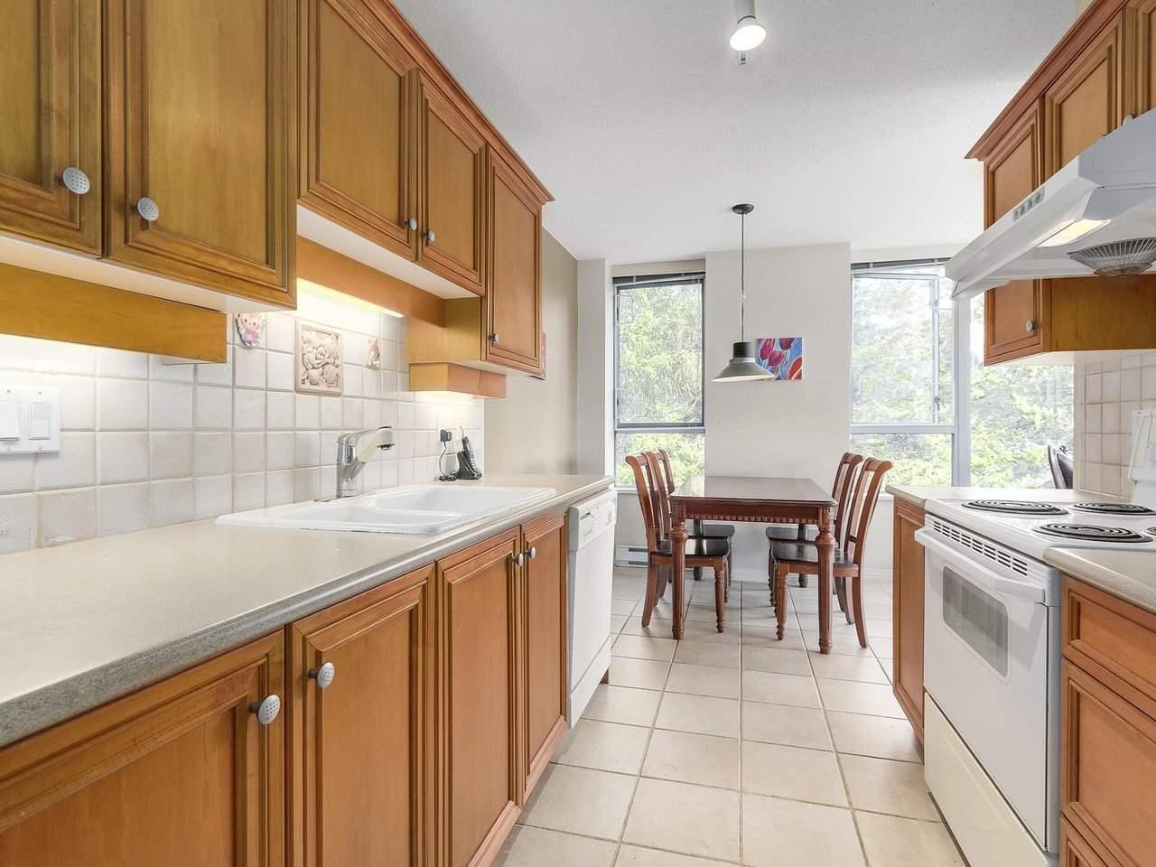Condo Apartment at 1406 5639 HAMPTON PLACE, Unit 1406, Vancouver West, British Columbia. Image 9
