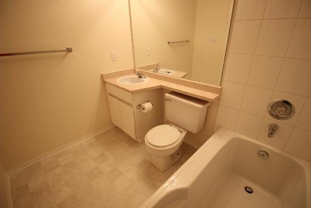 Condo Apartment at 108 9650 148 STREET, Unit 108, North Surrey, British Columbia. Image 8