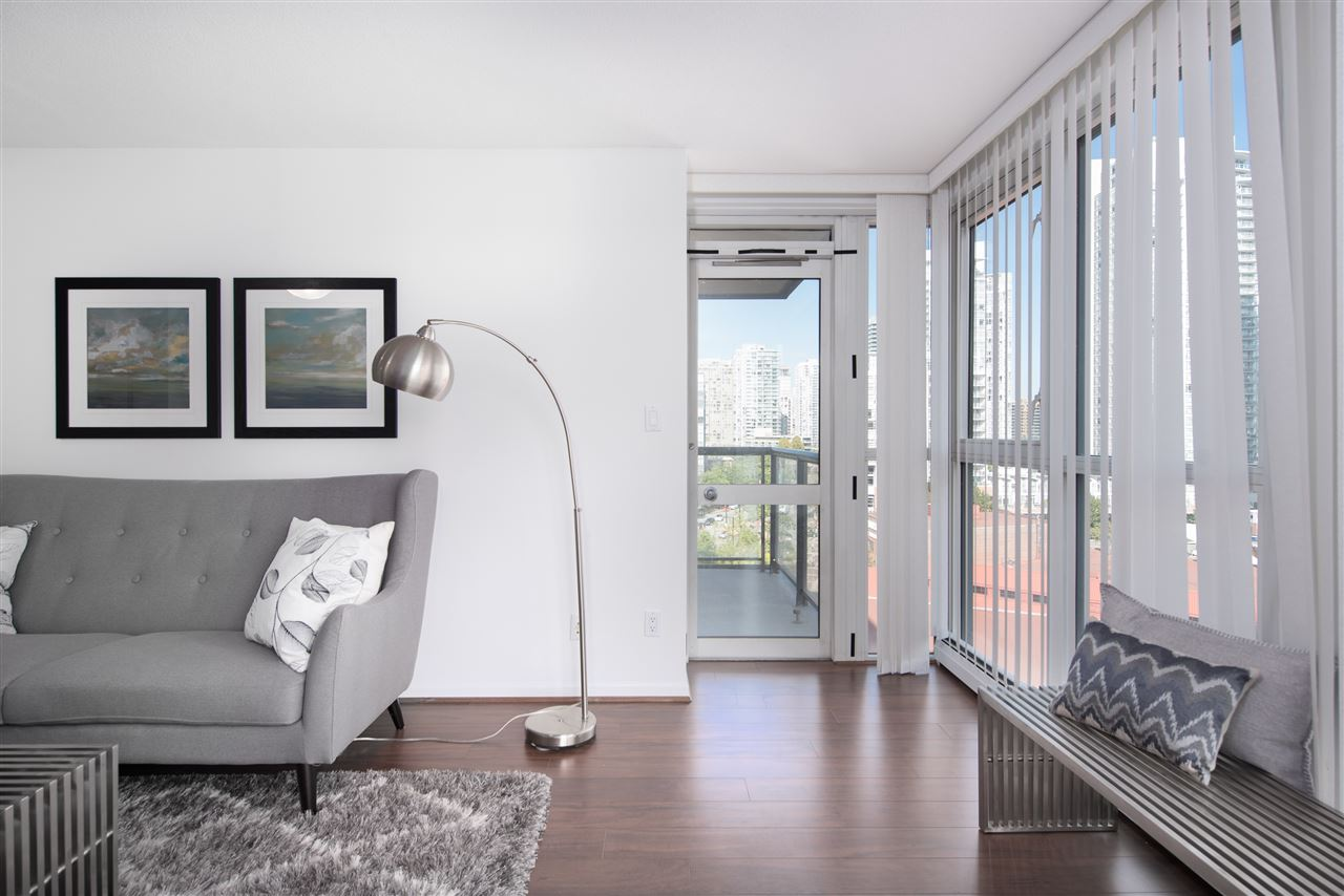 Condo Apartment at 9F 199 DRAKE STREET, Unit 9F, Vancouver West, British Columbia. Image 5