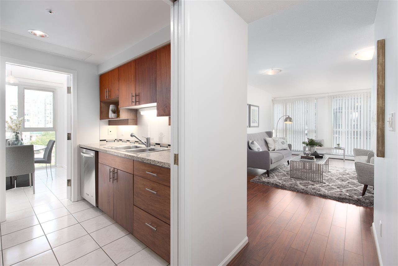 Condo Apartment at 9F 199 DRAKE STREET, Unit 9F, Vancouver West, British Columbia. Image 6