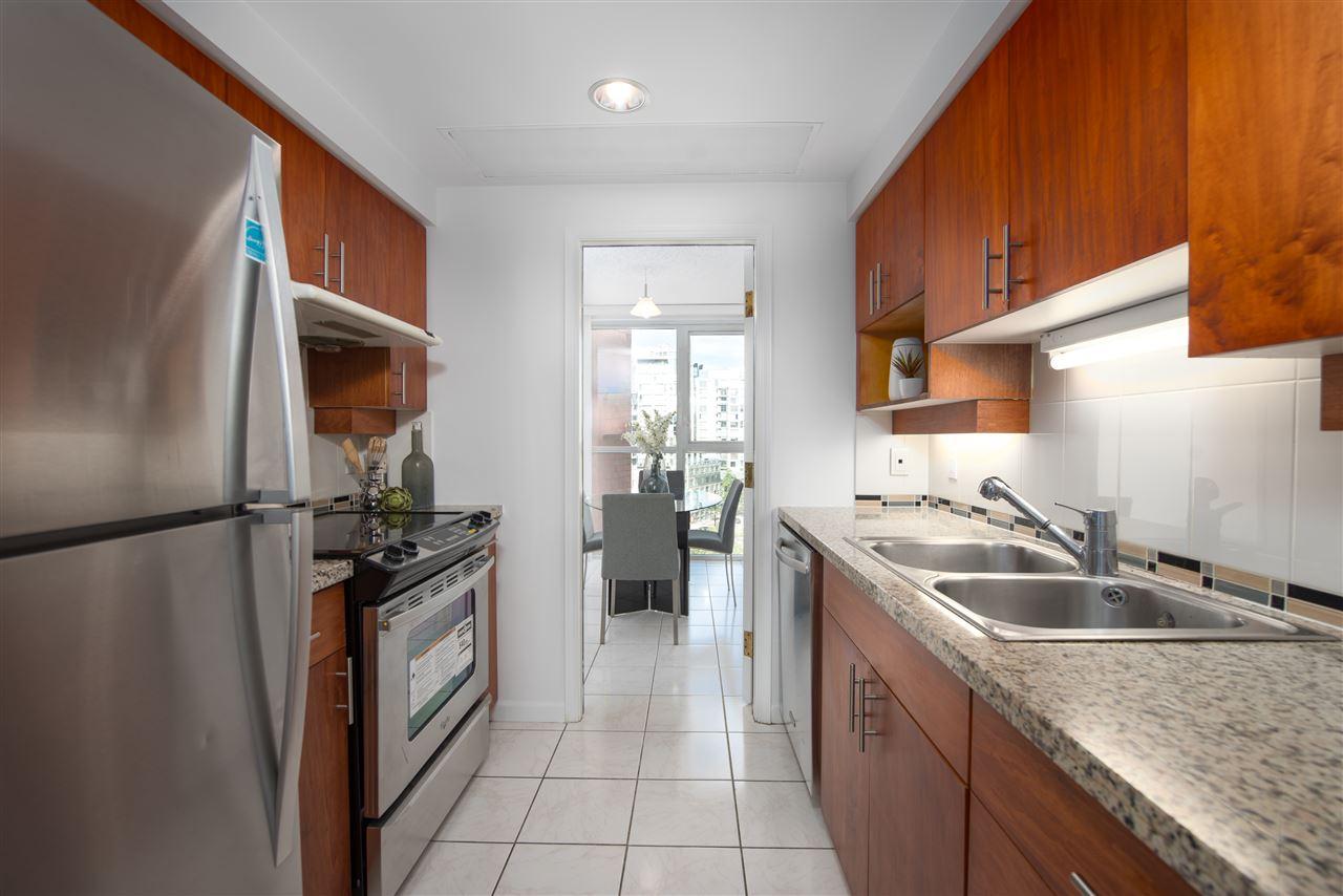 Condo Apartment at 9F 199 DRAKE STREET, Unit 9F, Vancouver West, British Columbia. Image 7
