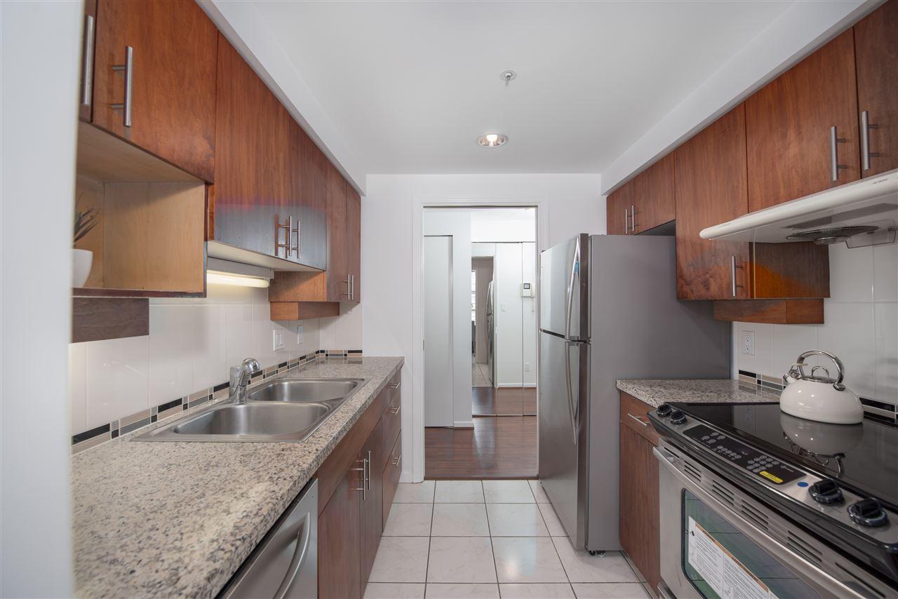 Condo Apartment at 9F 199 DRAKE STREET, Unit 9F, Vancouver West, British Columbia. Image 8