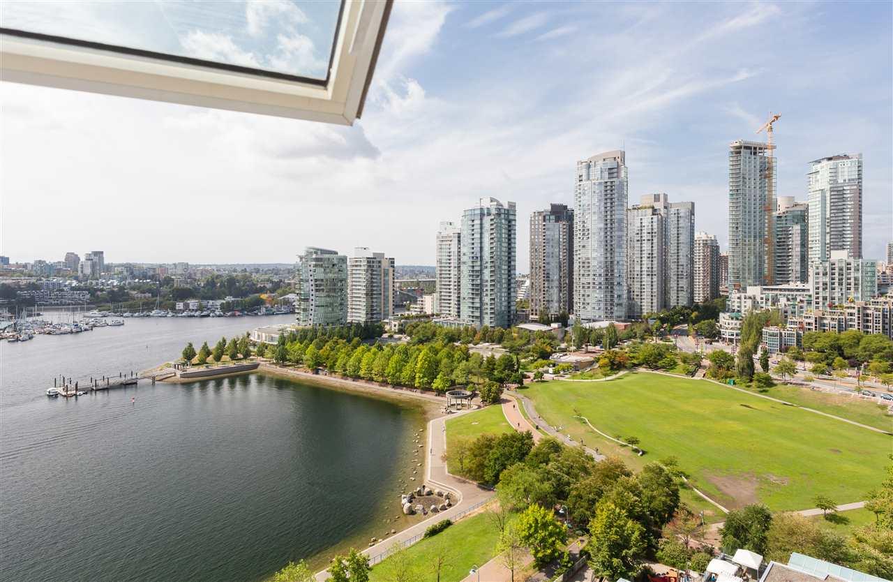 Condo Apartment at 2002 1383 MARINASIDE CRESCENT, Unit 2002, Vancouver West, British Columbia. Image 1