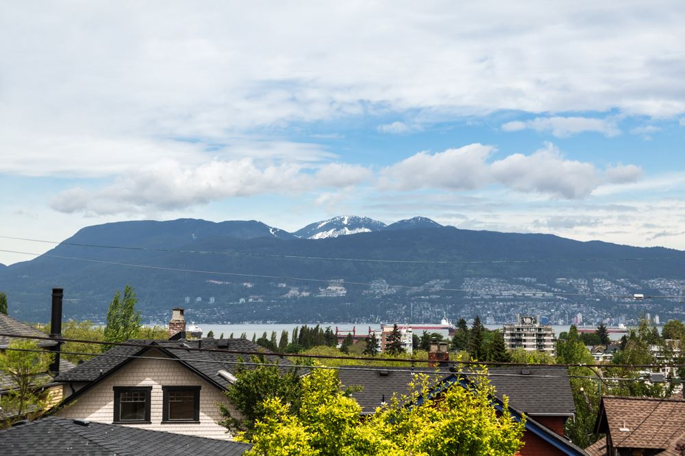 Detached at 3755 W 13TH AVENUE, Vancouver West, British Columbia. Image 2