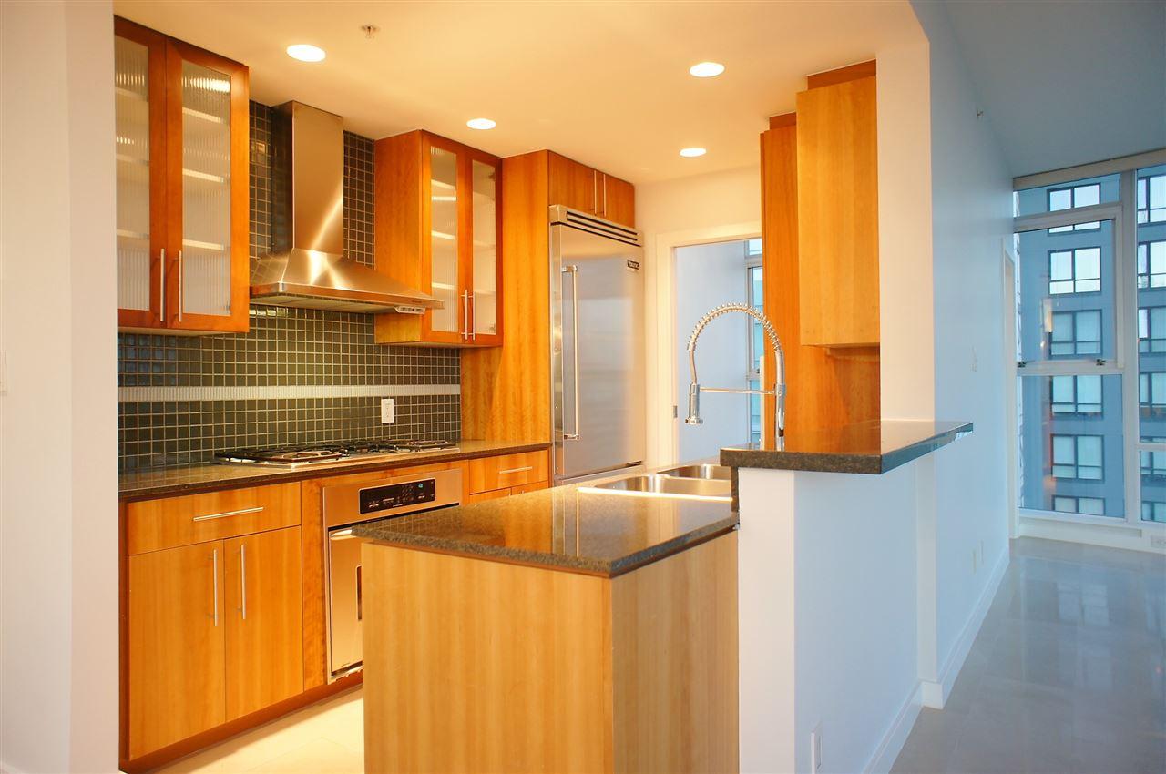 Condo Apartment at 2602 550 PACIFIC STREET, Unit 2602, Vancouver West, British Columbia. Image 4