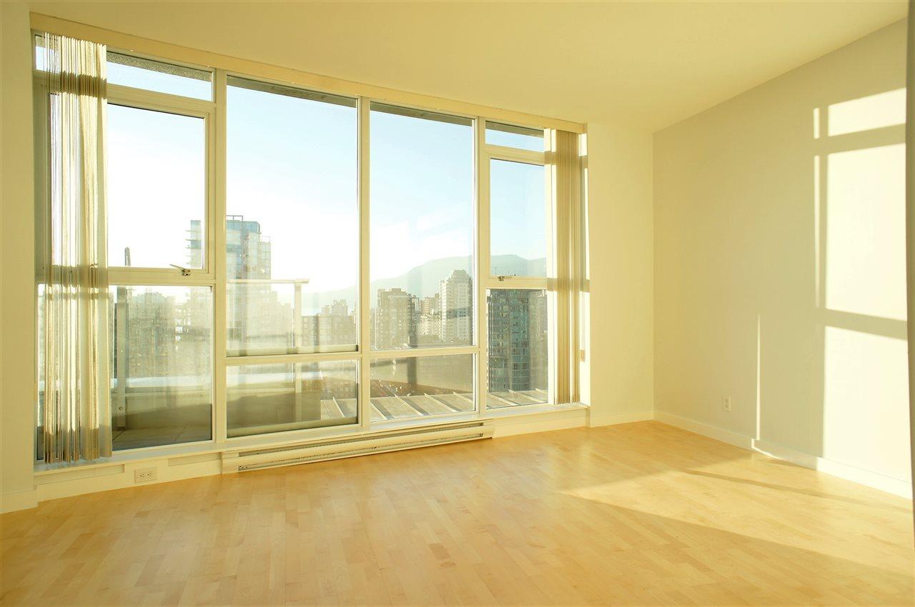 Condo Apartment at 2602 550 PACIFIC STREET, Unit 2602, Vancouver West, British Columbia. Image 6